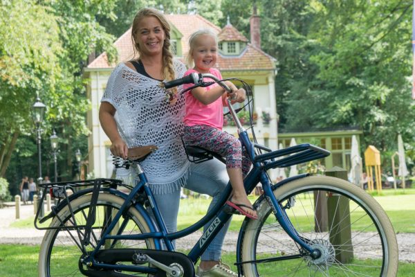 Azor Ameland with Child Seat Front - Amsterdam Bicycle Company